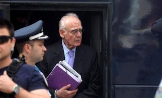Συνεχίζει να απέχει από την δίκη ο Τσοχατζόπουλος όσο δεν καλούν για μάρτυρα τον Σημίτη...