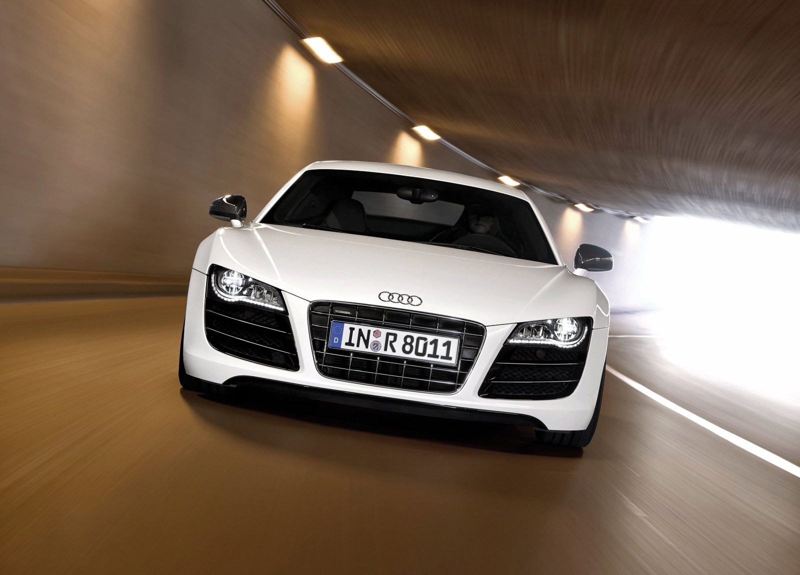 http://3.bp.blogspot.com/-4aVHLWQf_08/T28DG0MA_PI/AAAAAAAAFVI/Dcn1v0Aoyi4/s1600/Audi-2010_R8_V10_5.2_FSI_quattro_wallpaper-1600x1200_0038.jpg