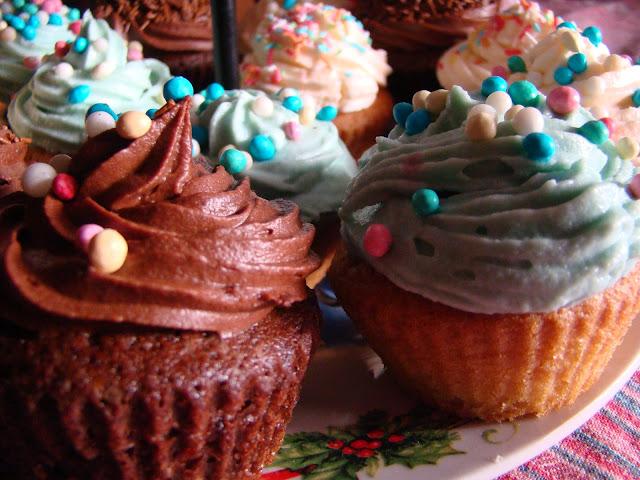 cupcakes glassati alla vaniglia e al cioccolato