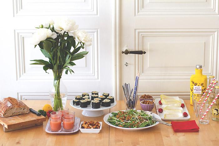 Die Metro-Kochherausforderung: vegetarische Einweihungsparty mit Bulgur-Sushi, Tomaten-Gin-Süppchen, Zuckerschoten-Salat, gerösteten Kichererbsen und mehr