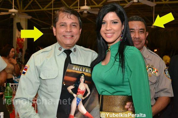 Jefe de la policia Nacional Dominicana sonrie ante las camaras por