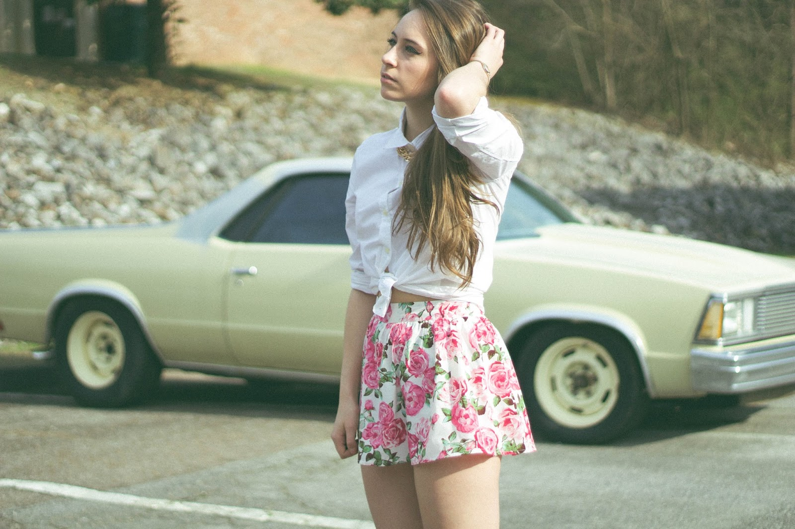 Vintage Inspired Outfit, lana del rey style, retro style, outfit, fashion blogger, feminine, femme fatale,forever 21 floral skort, gap white button up, el camino, film blogger, movies, style
