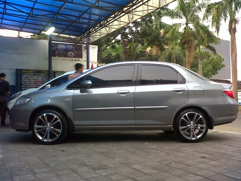 Modifikasi Mobil Honda City Velg Ring 17