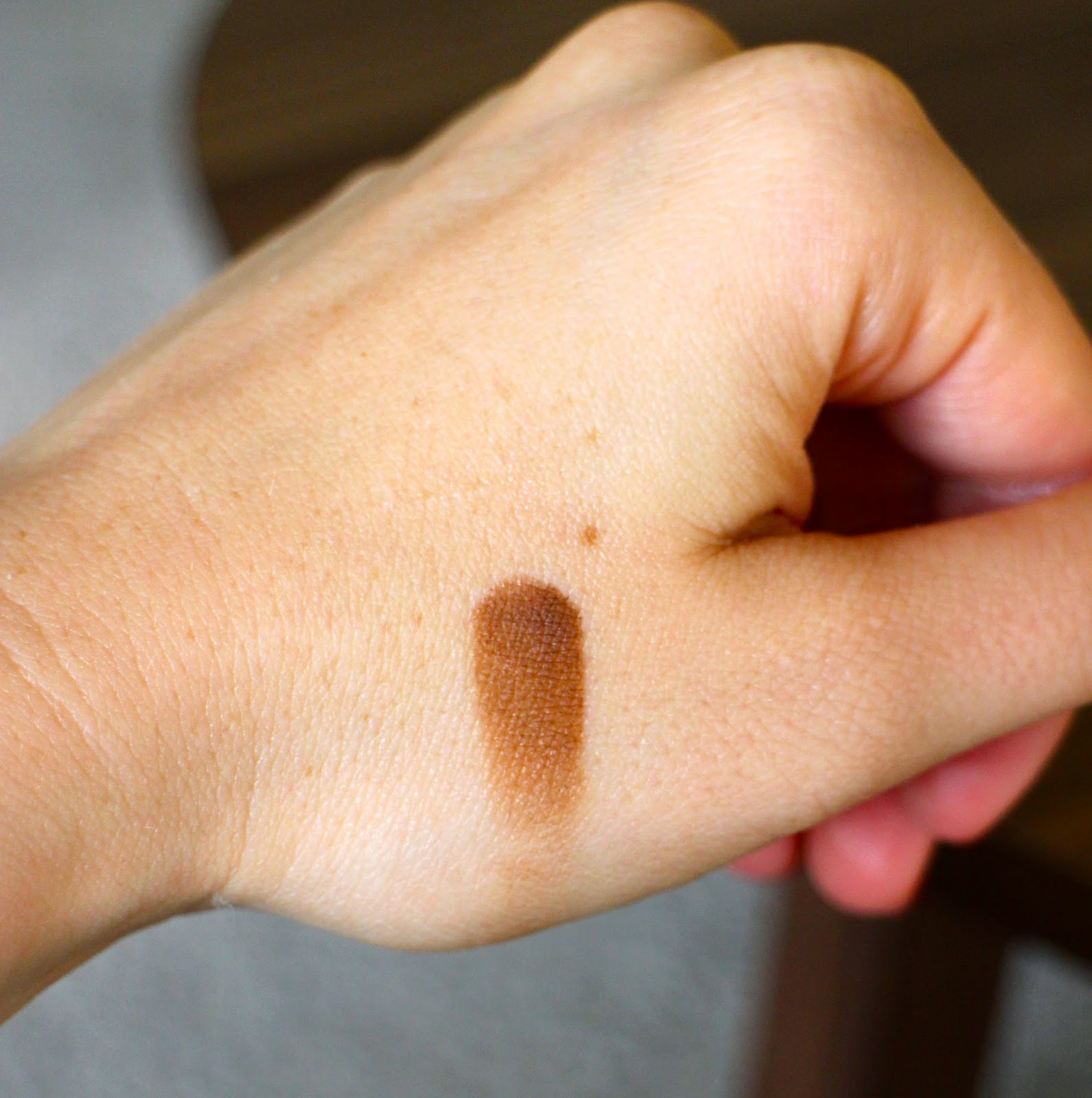 Bobbi Brown Eyeshadow Camel Swatch