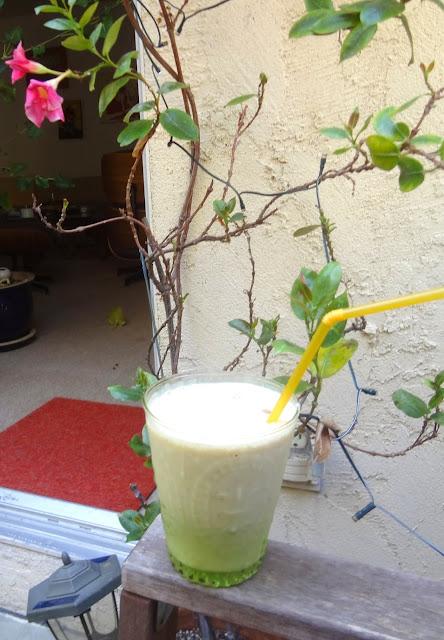 oatmeal banana yogurt shake with honey and cinnamon