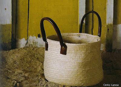 cesto de palha-porta revista 2-bolsa de palha-bolsa de praia-artesanato de palha de piaçava-artesanato da Bahia-trança de piaçava-artesanato indígena-C