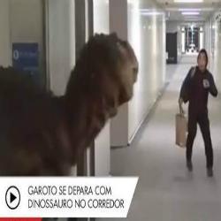 Pegadinha com dinossauro