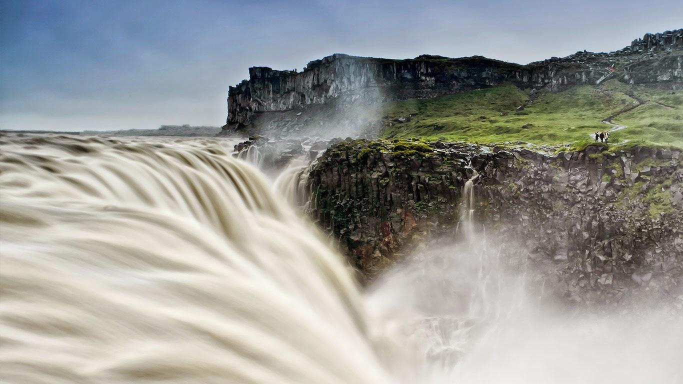 Dettifoss waterfall, Vatnajökull National Park, Iceland (© Matthew Eisman/TandemStock) 295