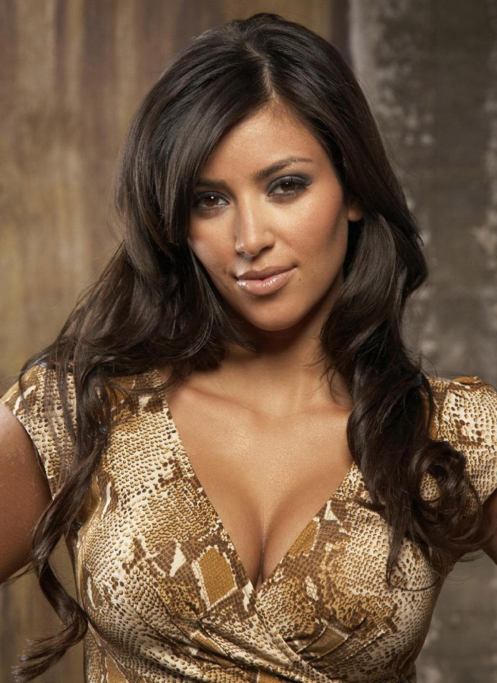 Kim Kardashian Wavy Curls 05