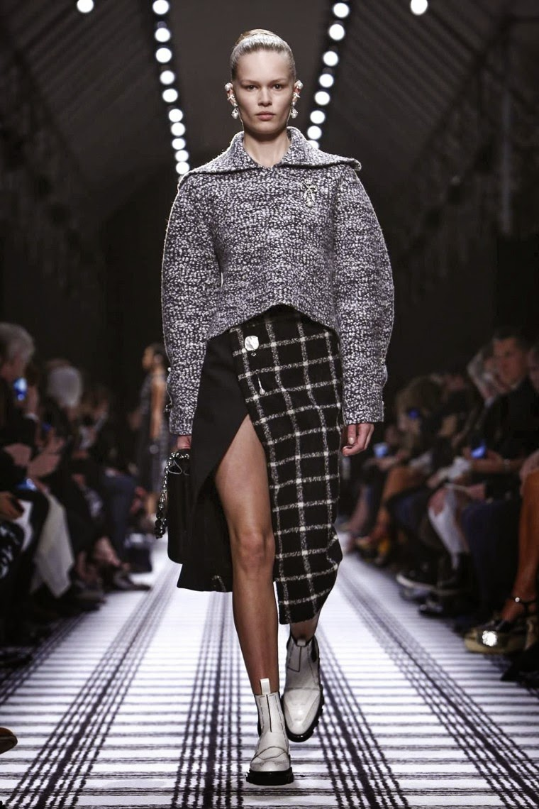 Balenciaga, Balenciaga AW15, Balenciaga FW15, Balenciaga Fall Winter 2015, Balenciaga Autumn Winter 2015, Balenciaga fall, Balenciaga fall 2015, du dessin aux podiums, dudessinauxpodiums, Balenciaga Alexander Wang, Alexander Wang, vintage look, dress to impress, dress for less, boho, unique vintage, alloy clothing, venus clothing, la moda, spring trends, tendance, tendance de mode, blog de mode, fashion blog, blog mode, mode paris, paris mode, fashion news, designer, fashion designer, moda in pelle, ross dress for less, fashion magazines, fashion blogs, mode a toi, revista de moda, vintage, vintage definition, vintage retro, top fashion, suits online, blog de moda, blog moda, ropa, asos dresses, blogs de moda, dresses, tunique femme, vetements femmes, fashion tops, womens fashions, vetement tendance, fashion dresses, ladies clothes, robes de soiree, robe bustier, robe sexy, sexy dress