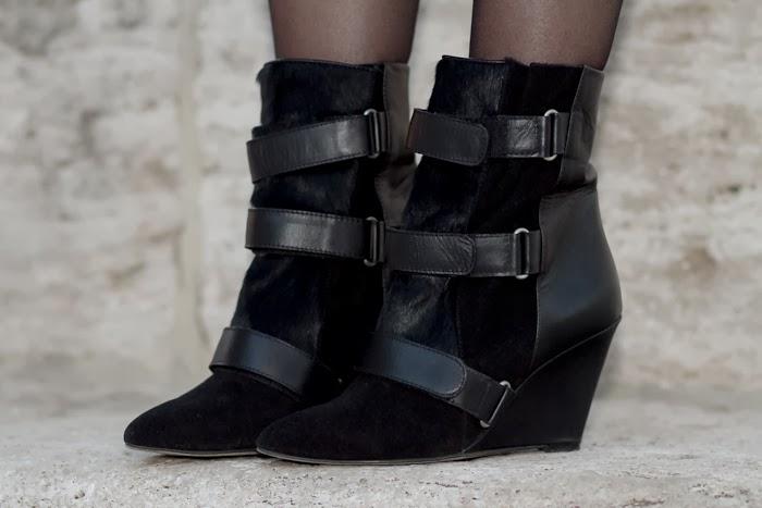 Botas con cuña de cuero y pelo atadas con velcro / Velcro Closing Wedged Heel Boots: Alexis by JESSICA BUURMAN