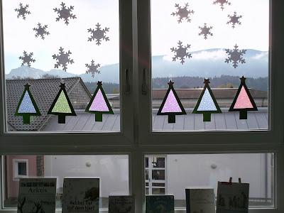 ideenreise bastelidee f r eine weihnachtliche fensterdeko. Black Bedroom Furniture Sets. Home Design Ideas
