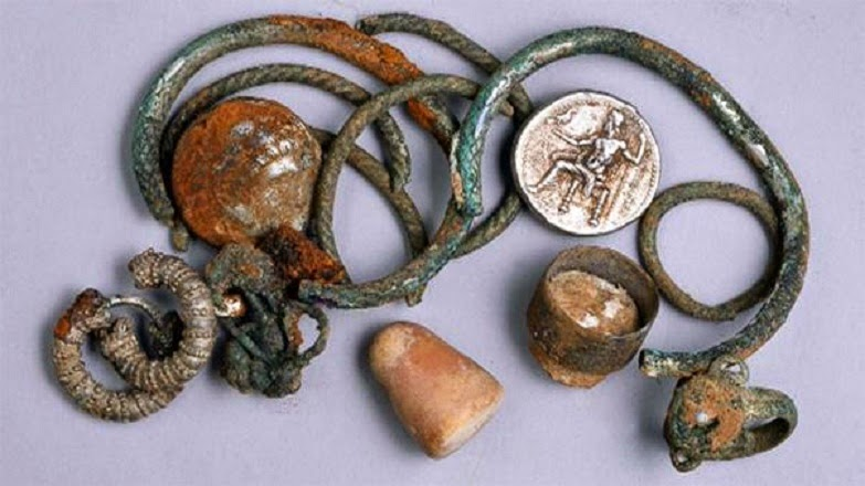 Ancient hoard of coins and jewelry found in Israel