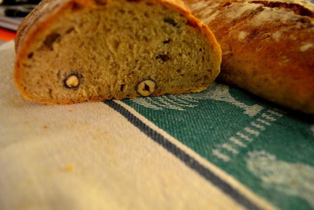 Pähkinäleipä leivottuna juureen