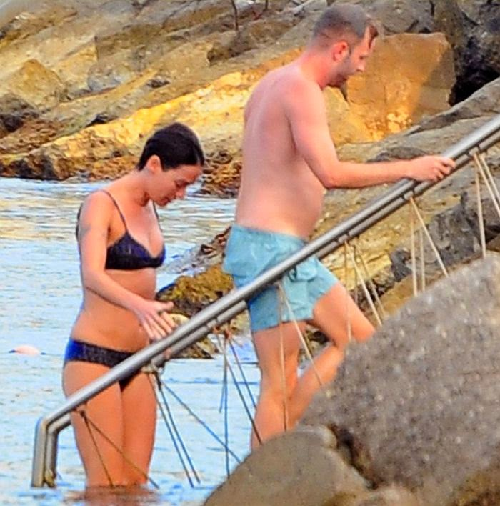 ‭We would think twice about dumping to Lena Headey's beach fashion appearance after seeing her in a two-piece. ‭The actress really has a gold anatomy as she turns head in Ischia, Italy on Wednesday, July 16, 2014 with a male friend, Jaime Lannister.