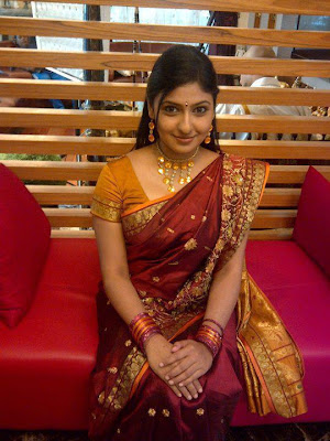 Chennai girl with full make up wearing gold jewels and bangles.