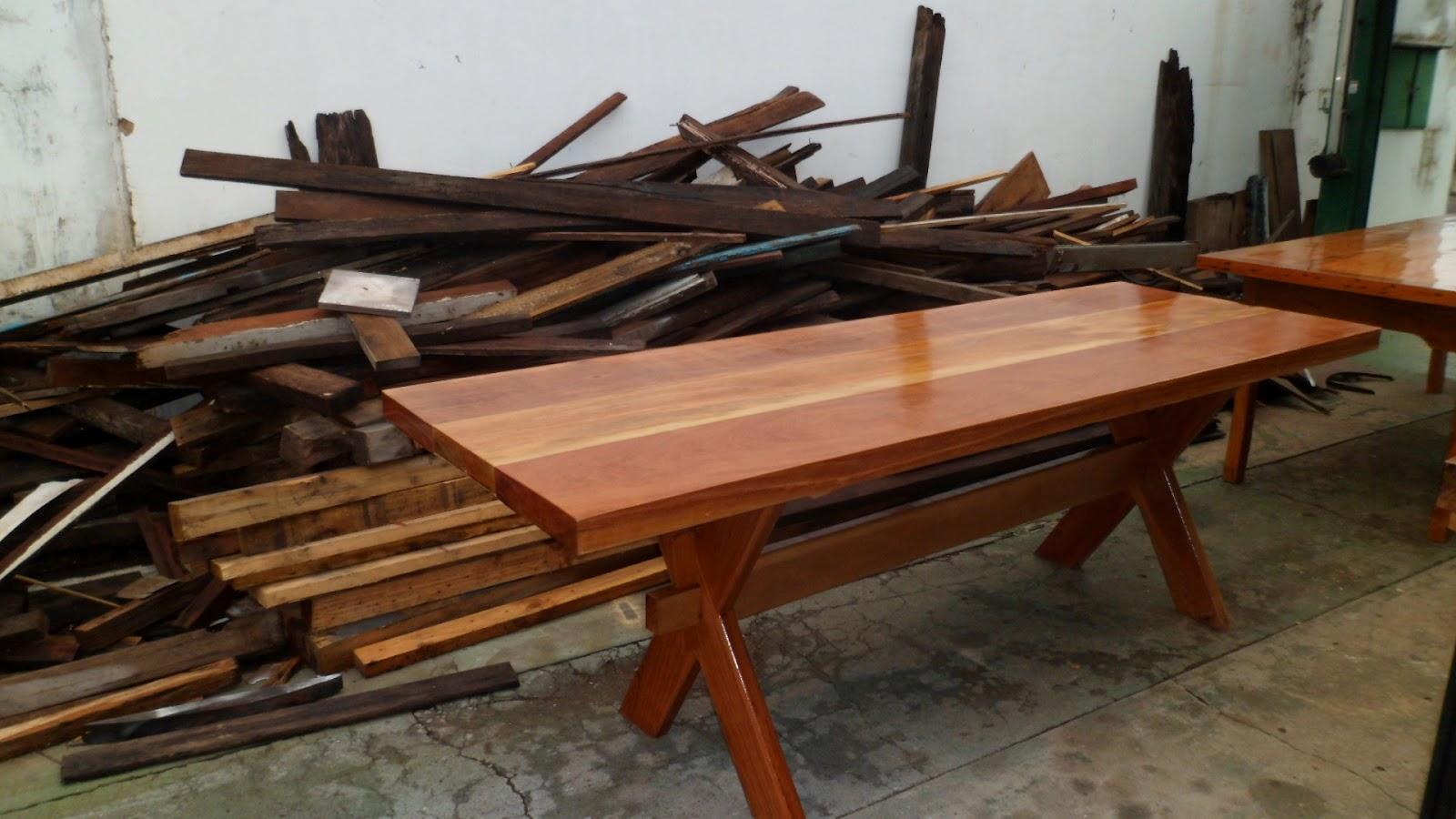 Mesa com pé em X em madeira peroba do norte #653E24 1600x900