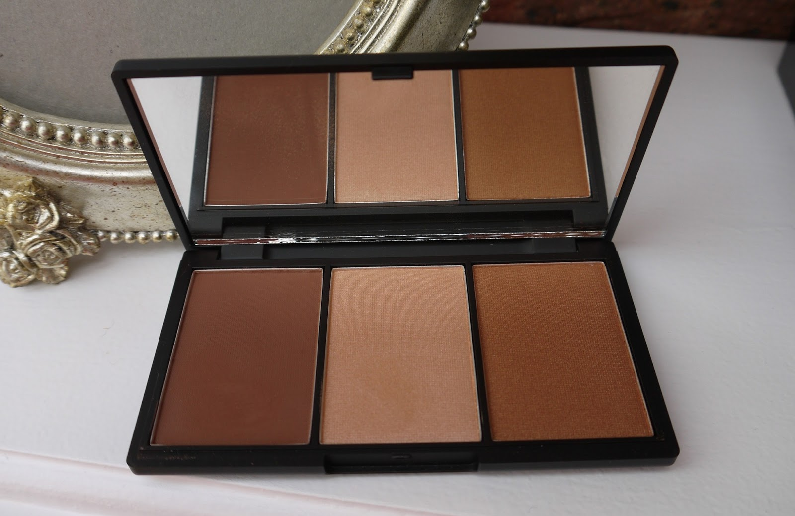 BEAUTY u0026 LE CHIC: Face Form: The Ultimate Contour Kit from Sleek