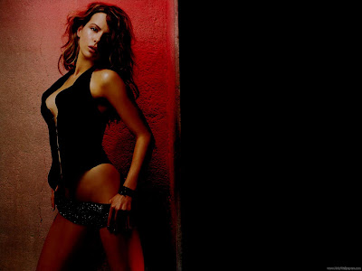 Kate Beckinsale Hollywood Chic Wallpaper