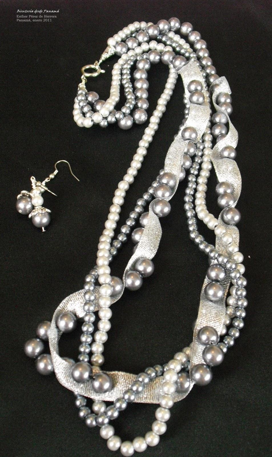 Collar de Perlas y Cintas Plateadas