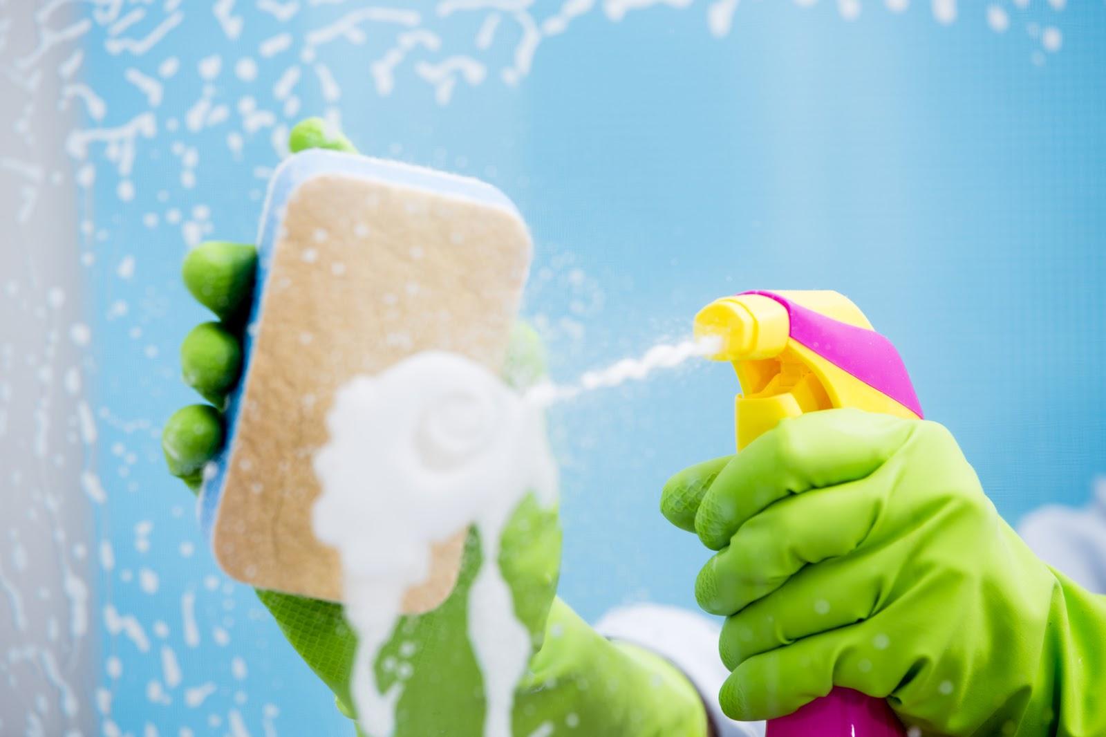 Hogar diez c mo limpiar los cristales de tu hogar - Casa de limpieza ...