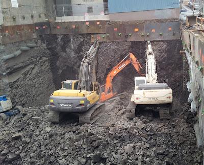 pelle mécanique, jaune, blanche, orange, Volvo, Terex, excavation, pierre, chantier, fondation