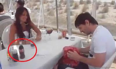 foto del escándalo de lionel messi con la botella de coca cola