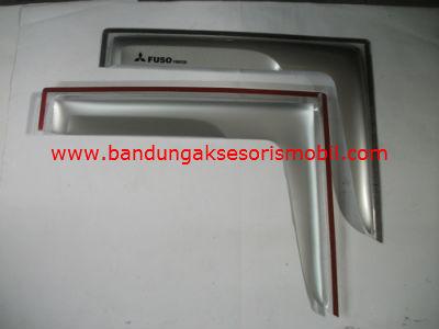 Talang Air Fuso Silver Mugen Depan