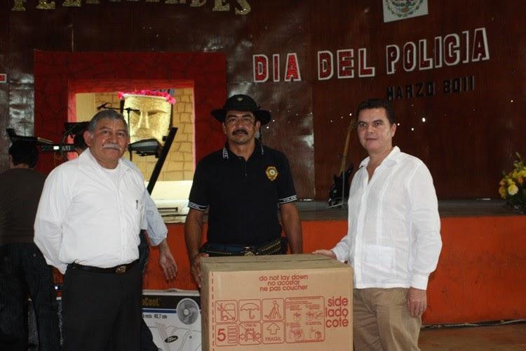Balancan noticias festejan d a del polic a en tenosique for Viveros en maldonado