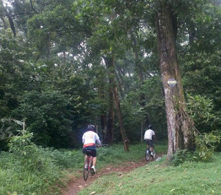 Start trek mangkok hutan UI - (c) http://dhanichagi.wordpress.com