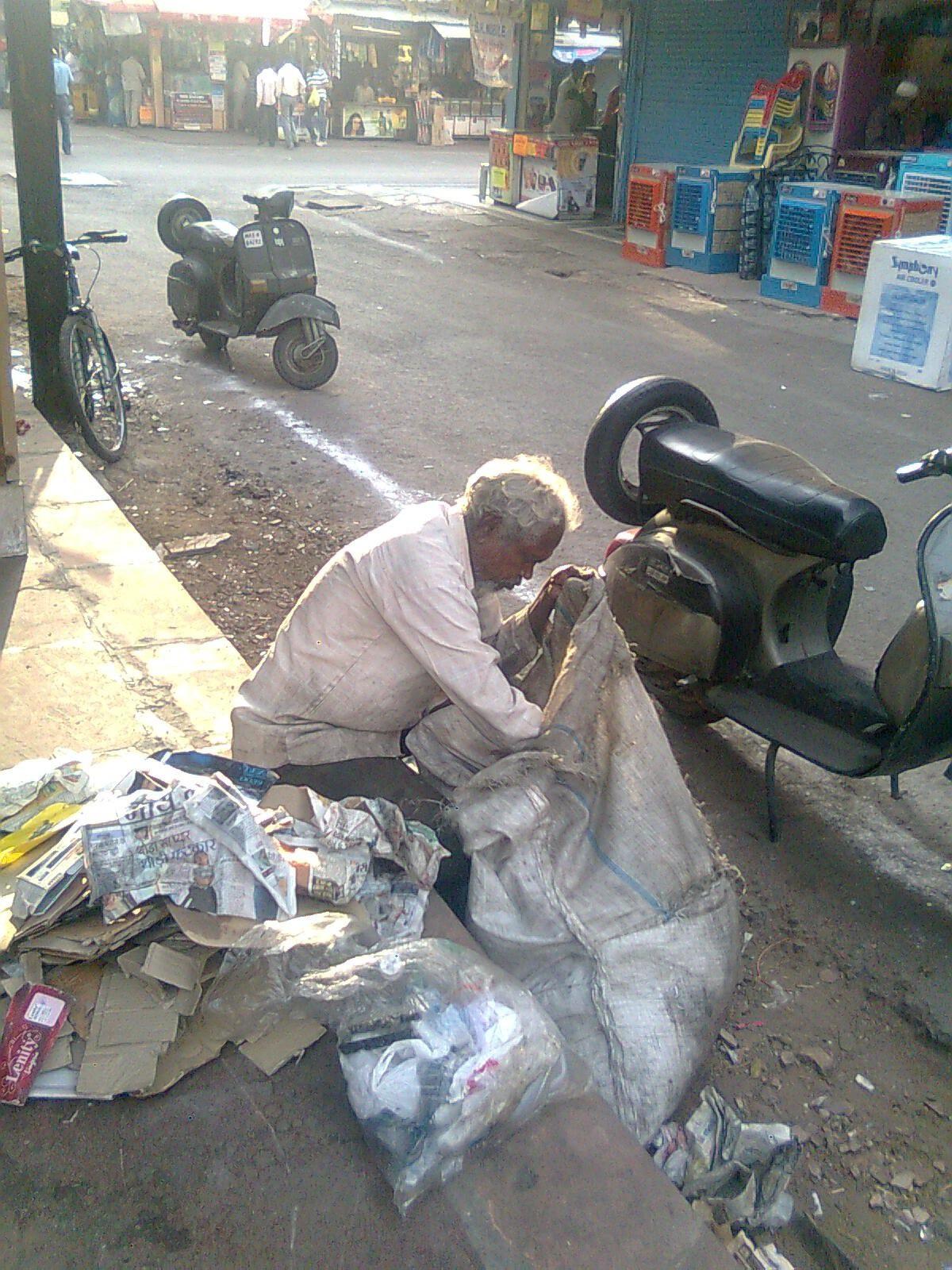 Picture Essay – Poverty Pornography in Sarojini Nagar » The Delhi ...