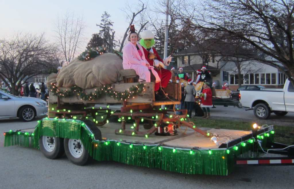 trinity united methodist church has had nativity floats for the past few years with sheep a donkey and a camel they did not disappoint those who expected - Christmas Car Parade Decorations