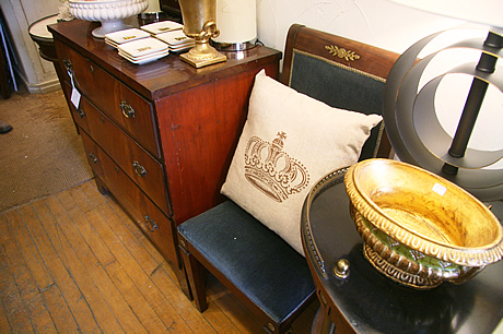 3 toronto shopping: chair table lamp
