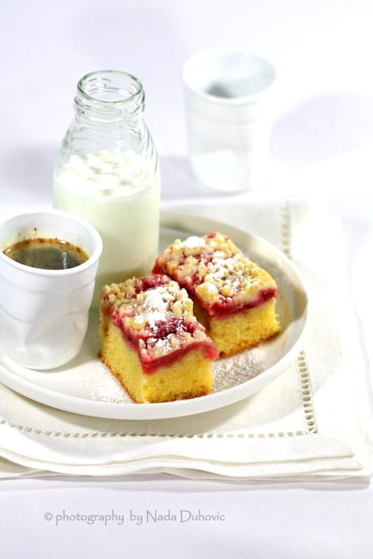 Crumble kolač od jagoda