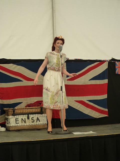 lola lamour vintage wwii re-enactment singer crich