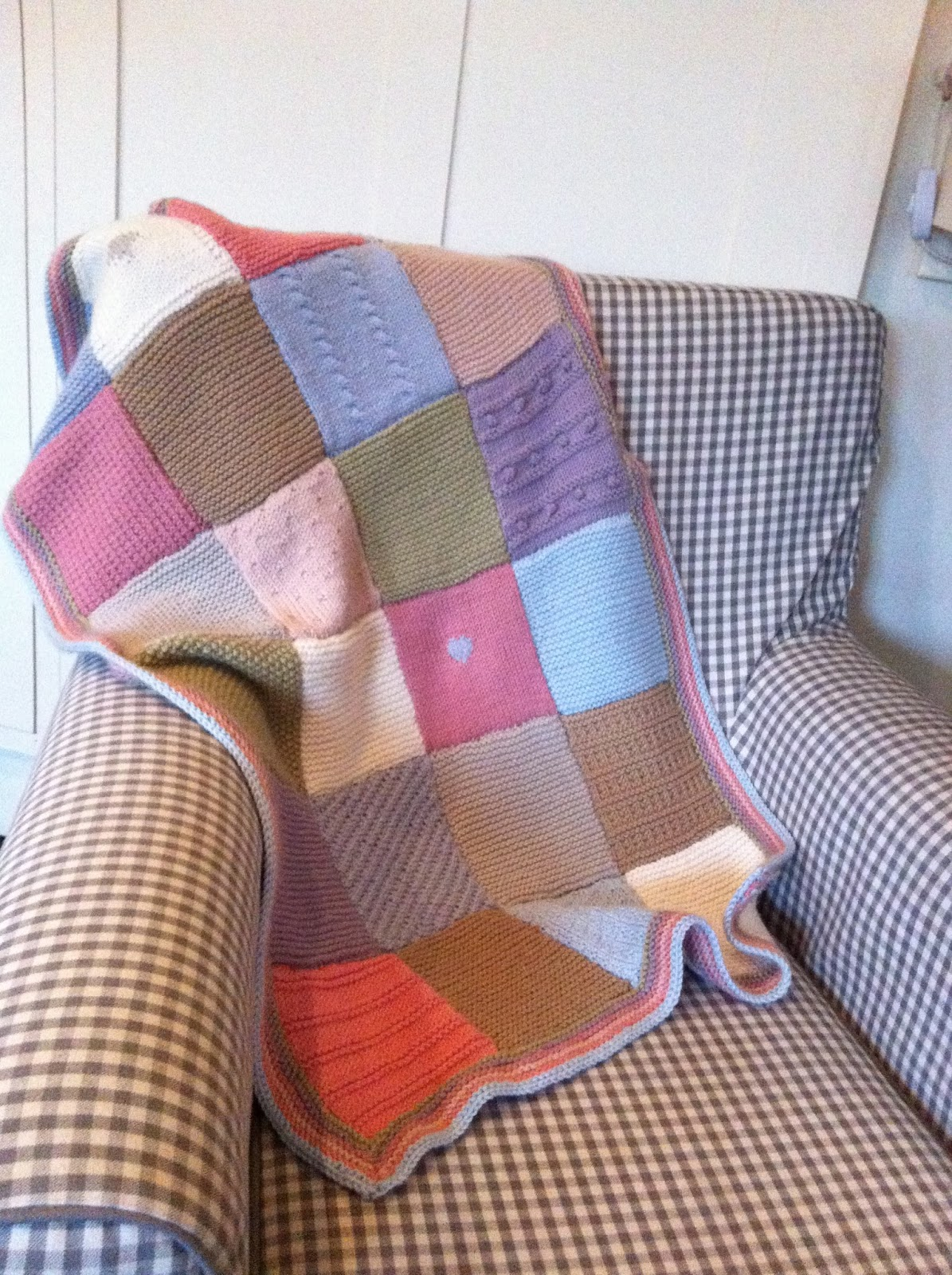 tales from cuckoo land: The blanket that should have been my first knitting t...