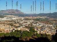 Vista panoràmica de Martorell i de les muntanyes del seu entorn des de dalt del Castell de Rosanes