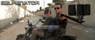 Arnold Schwarzenegger devient Selfienator