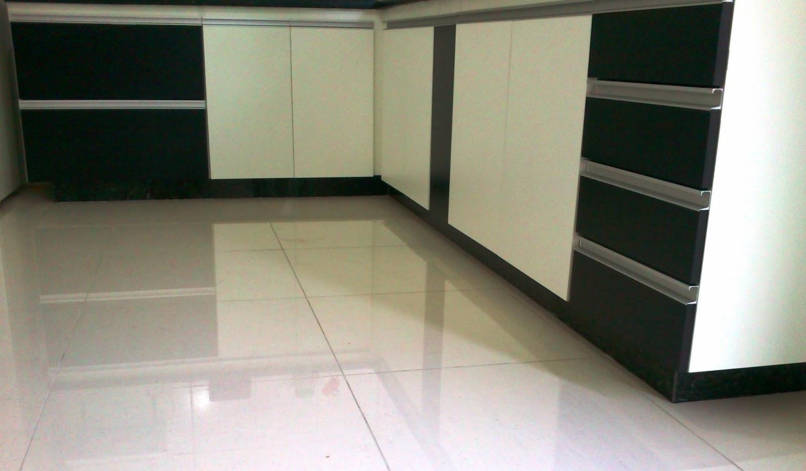 Armário para Cozinha (Padrão Branco e Preto) Portas e Frentes de  #776C54 1600x936 Armario Para Banheiro Branco E Preto