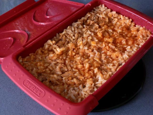 Arroz con bonito for Como cocinar arroz en microondas