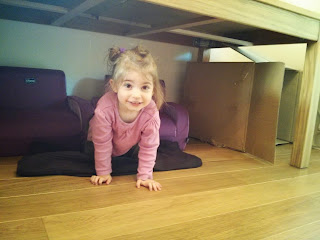 playing in den