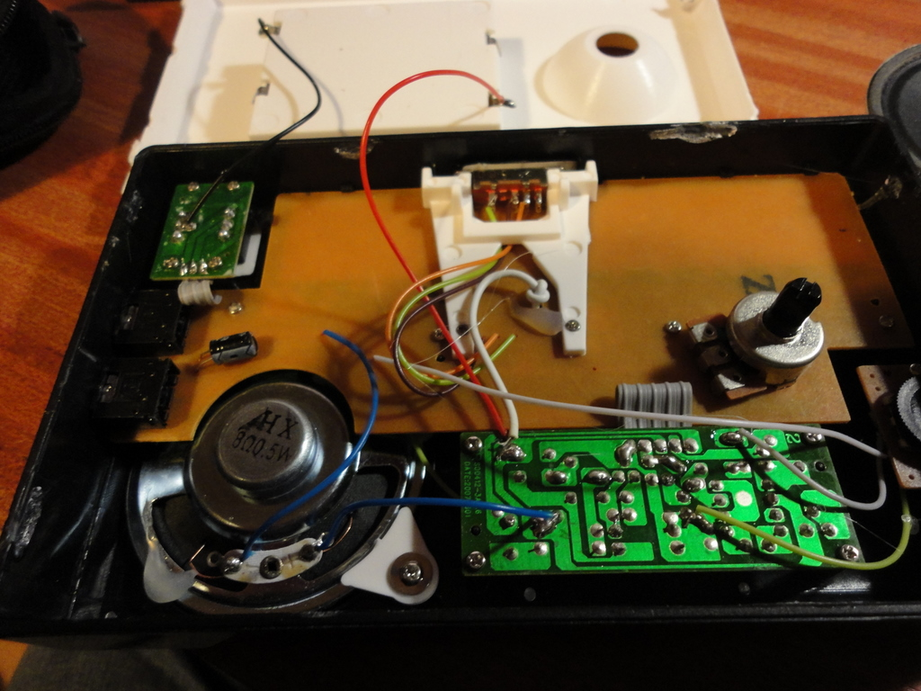 Stuff And Nonsense 2012 Lowcostcoppercladsrbpcircuitboard There Is Also A Through Hole Soldered Amplifier Board Separate Carriers For The Power Vibrato Switches Volume Pot