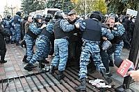 Фото Укринформ: забор сломан