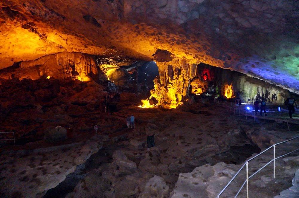 Halong Bay - Menghayati keindahan stalakmit dan stalaktit Sun Sot Cave