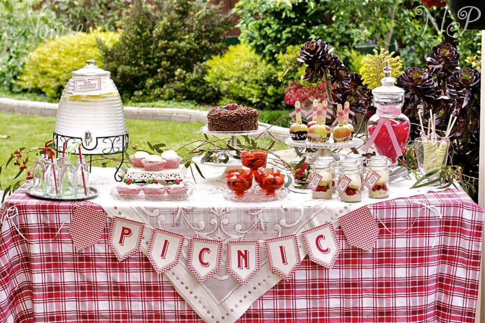 Spring Picnic Party by Naatje Patisserie Cupcakes and Nomie Boutique ...