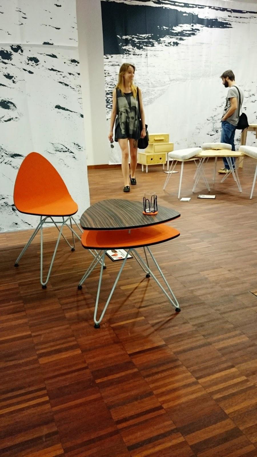 pomarańczowy komplet,stolik kawowy w kolorze pomarańczowym,nowoczesne krzesełko,design,drewno kolorowe,ekodesign,redesign,prototyp,GDD,Gdynia design days,spotkanie blogerów wnętrzarskich