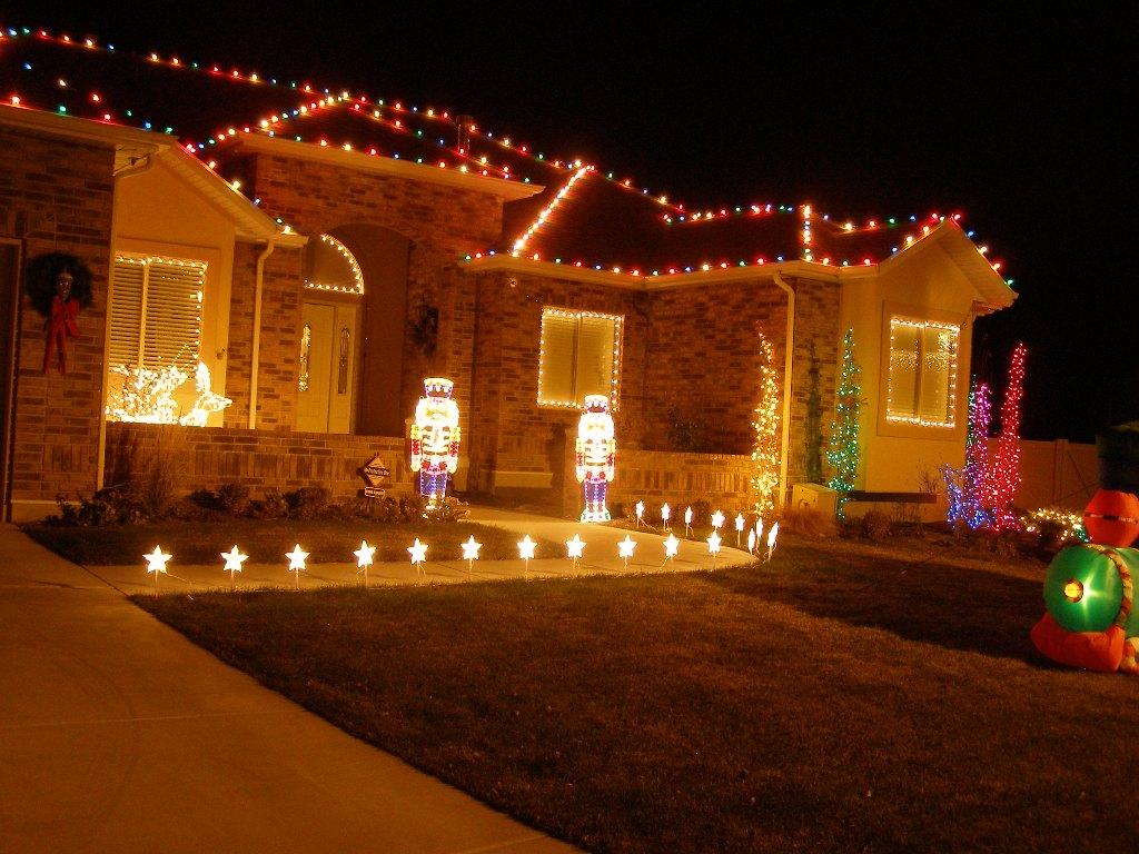 Christmas lights on house wallpaper for Home christmas light ideas