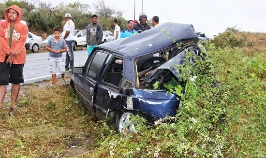 Carro onde estavam Maria de Fátima e seus filhos foi atingido na traseira (Foto: Calila Notícias)