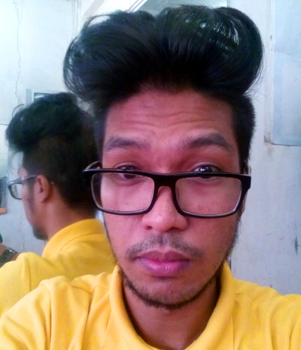I felt boredom with my hairstyle for almost four months now. First, I  started
