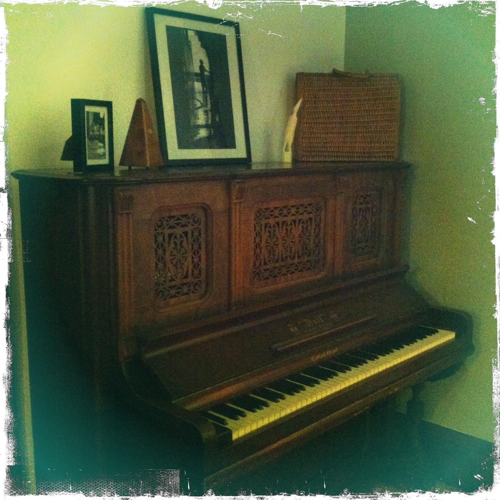 de la ruelle au salon le piano gratuit de catherine. Black Bedroom Furniture Sets. Home Design Ideas